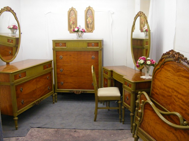 1930's ANTIQUE SATINWOOD FRENCH BEDROOM SUITE
