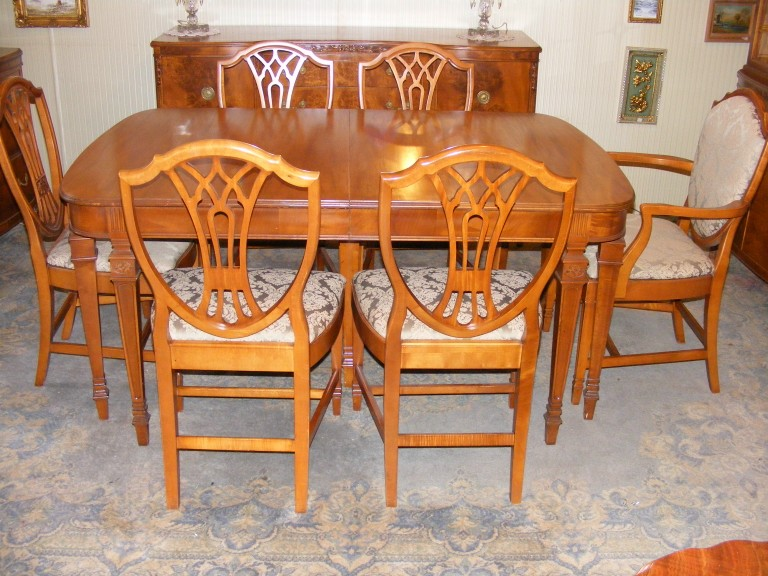 ANTIQUE 1930 S SATINWOOD DINING ROOM SUITE